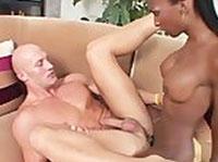 Ebony Transe fickt das weiße enge Arschloch