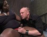 Ebony Pimelfrau bekommt geilen Blowjob