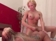 Sexy Cora treibt es mit einer Transe